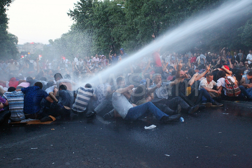Will Armenia face bloody denouement?