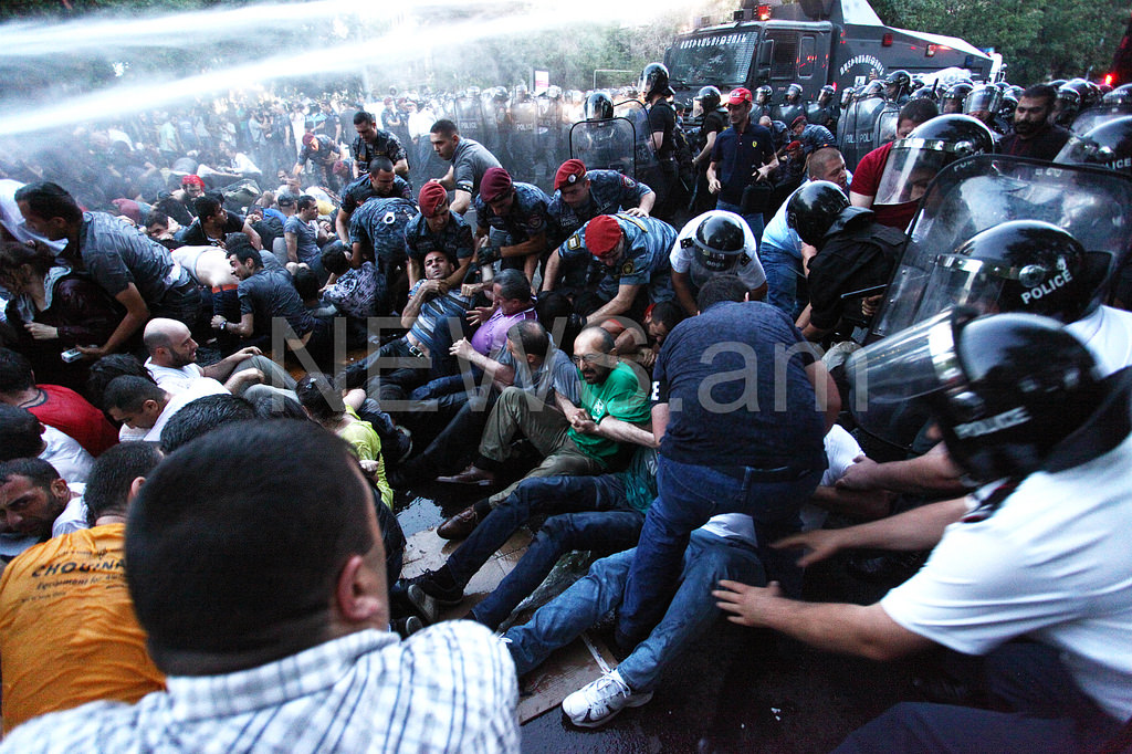 Violence used against journalists arrested in Yerevan
