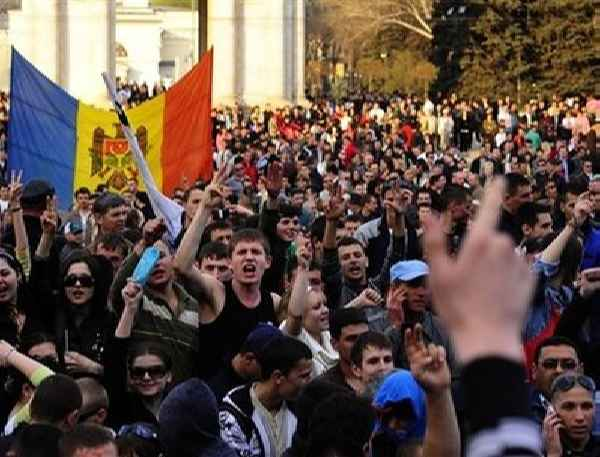 Two anti-government protests kick off in Moldovan capital