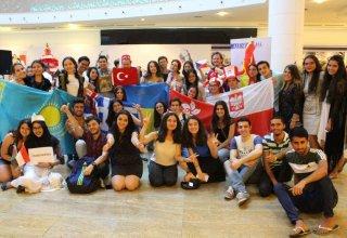 """Блогеры из разных стран в азербайджанском проекте """"FireFlies"""" (ФОТО)"""