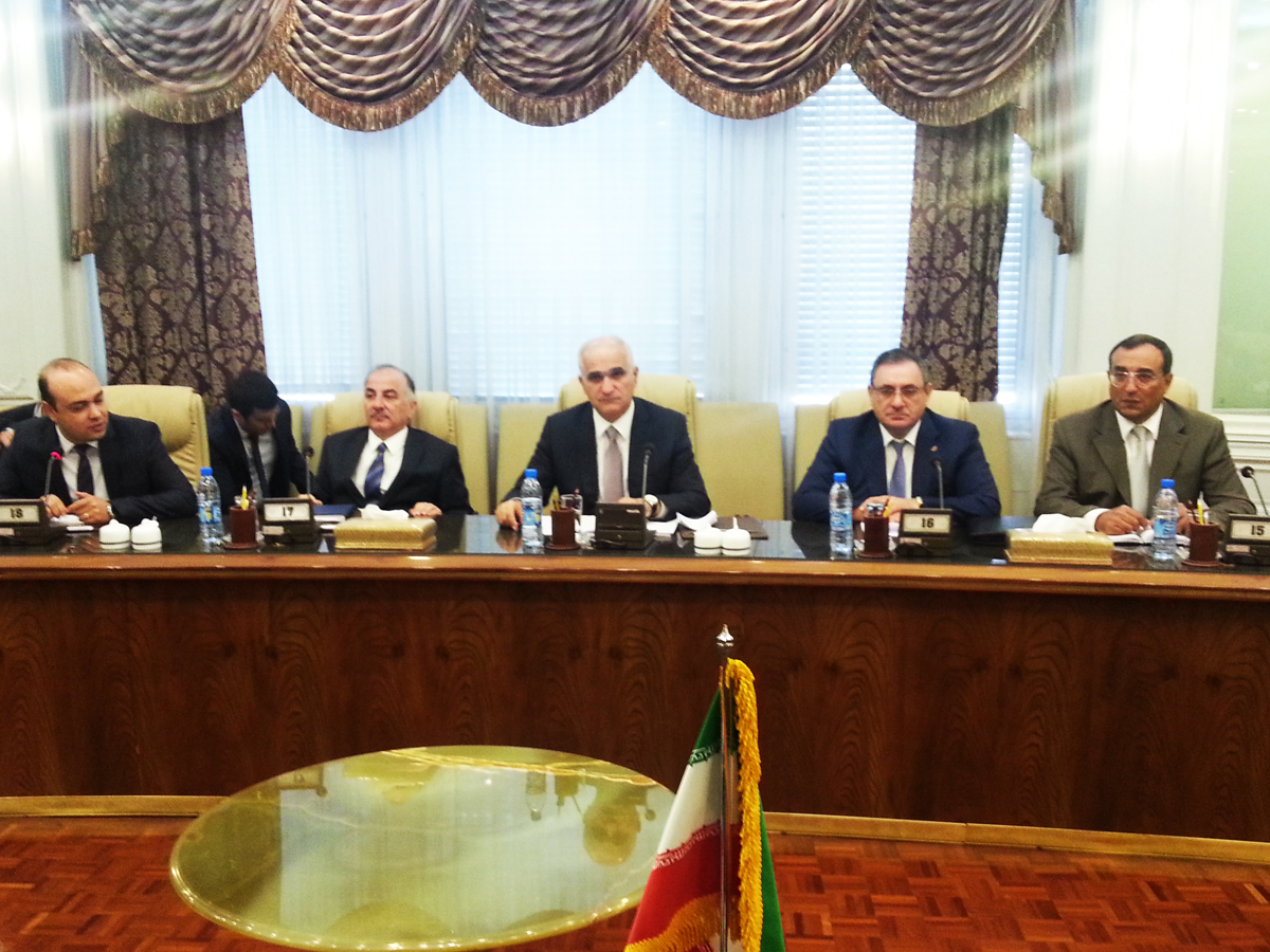 Azerbaijan offers Iran infrastructure for oil, gas exports
