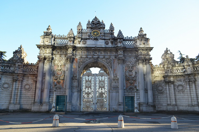 Shoot-out at Istanbul's Dolmabahce Palace