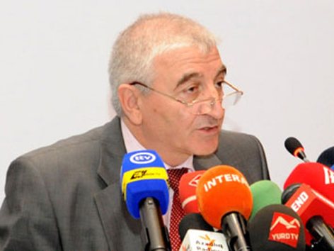 Azerbaijan urges presidential candidates' reps to be attentive when collecting signatures