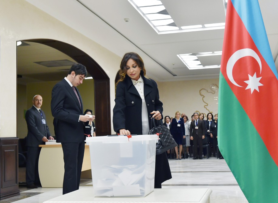 Azerbaijani president, his spouse vote at parliamentary election - Gallery Image