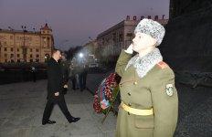 """Prezident İlham Əliyev Minskdə """"Qələbə"""" meydanını ziyarət edib (FOTO) - Gallery Thumbnail"""