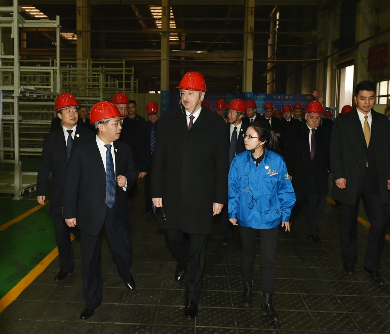 President Aliyev visits Shaanxi Automobile Group in Xian (PHOTO) - Gallery Image