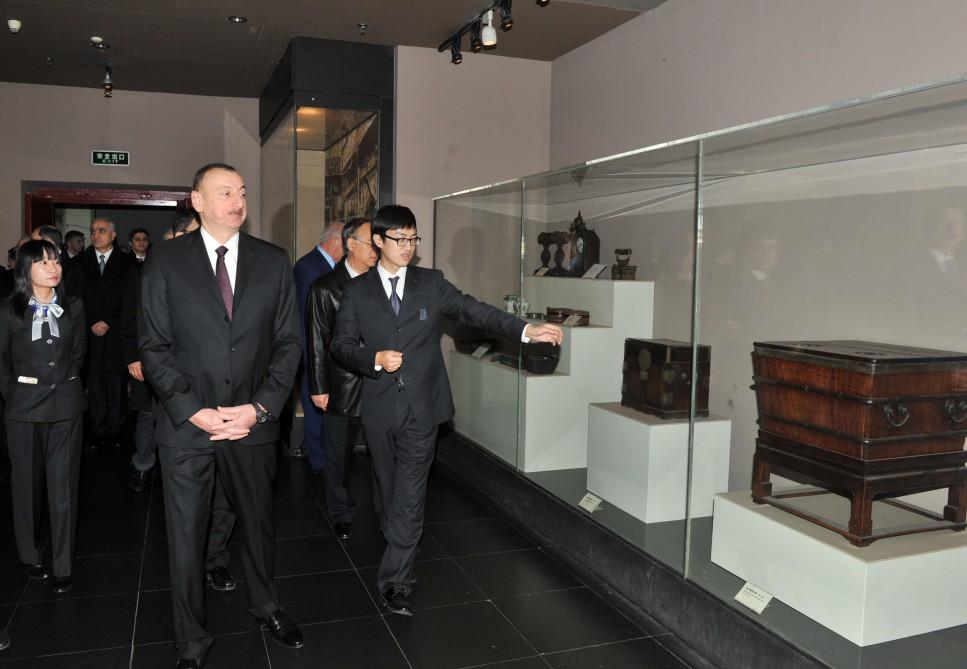 Президент Азербайджана ознакомился со Столичным музеем в Пекине (ФОТО) - Gallery Image