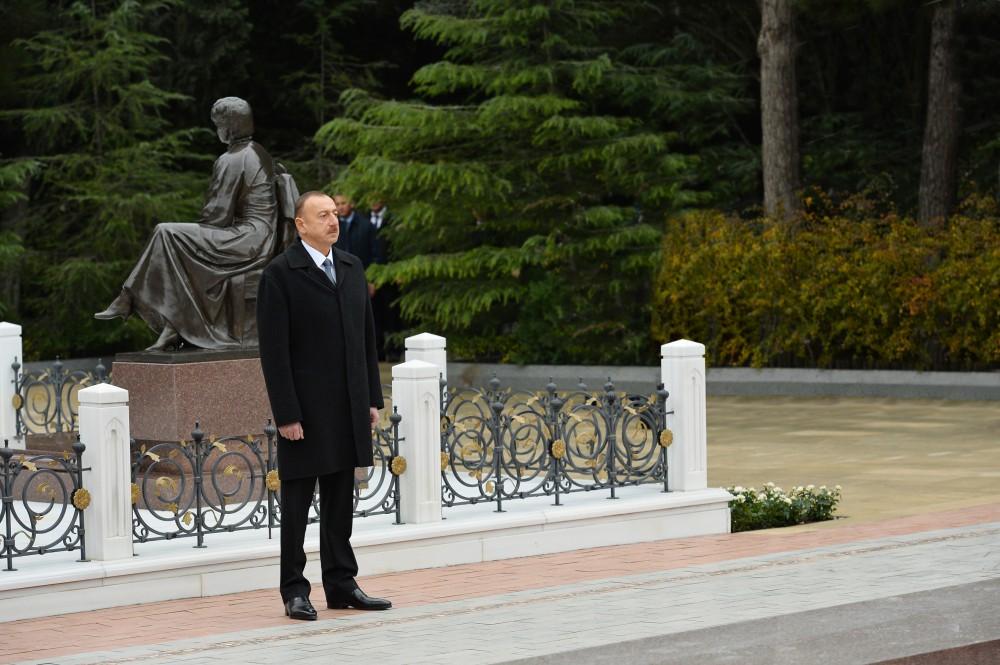 Azerbaijani president pays tribute to national leader Heydar Aliyev - Gallery Image