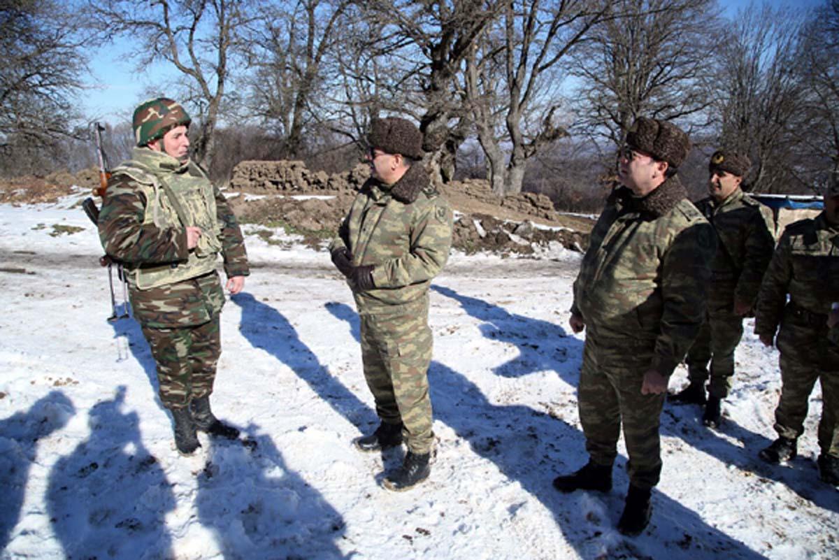 Azerbaycan Savunma Bakanı ön cephede yerleşen askeri birlikleri ziyaret etti - Gallery Image