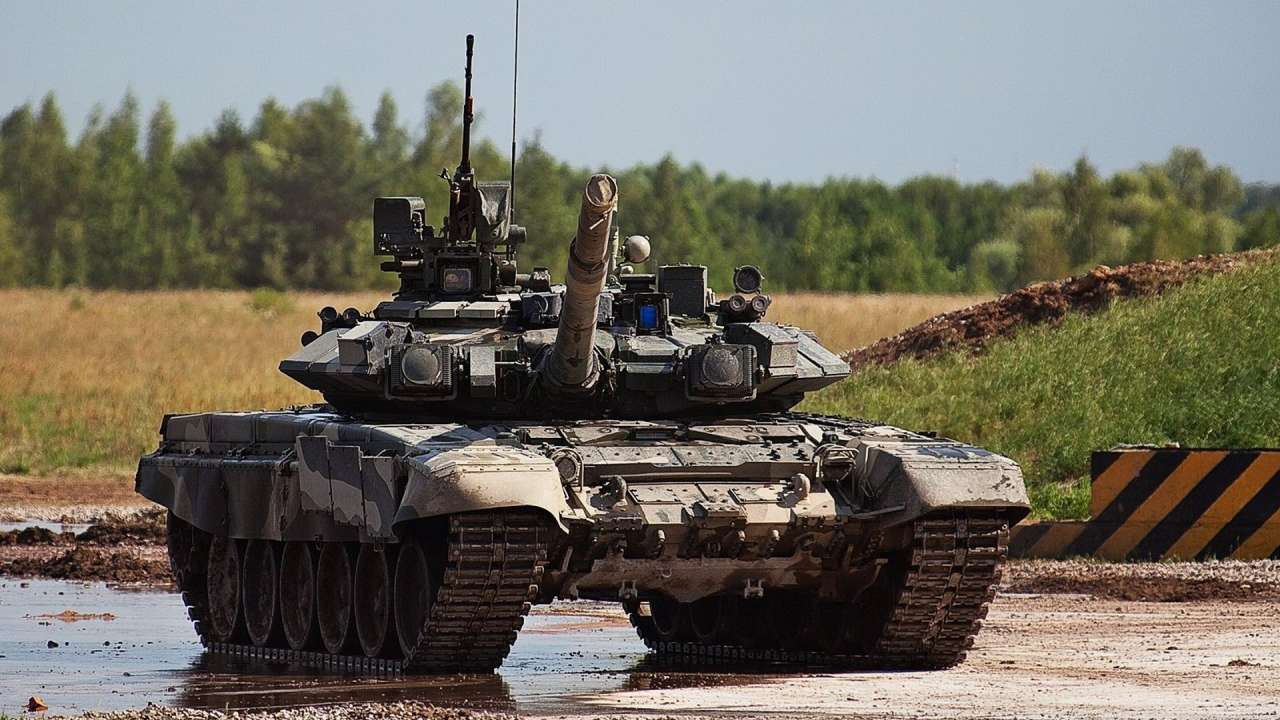 Iran to unveil home-made tank, also to buy Russian T-90