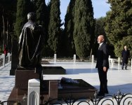 Afghan president pays respect to national leader Heydar Aliyev - Gallery Thumbnail