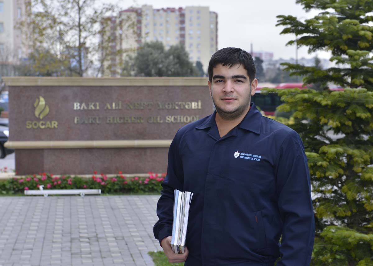 Baku Higher Oil School students vow to continue work of lost oilmen - Gallery Image