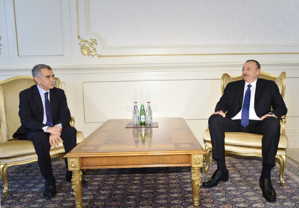 Azerbaijani president receives credentials of newly appointed Algerian ambassador - Gallery Image