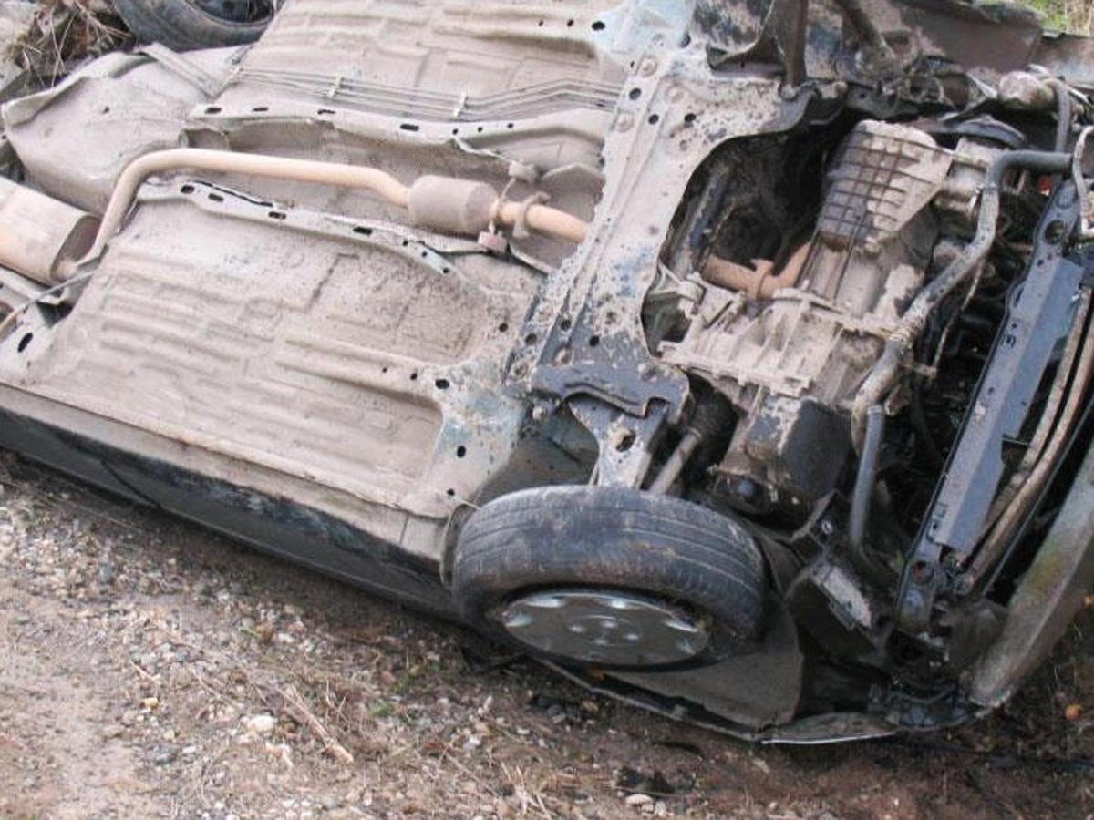 Sakarya'da otomobil şarampole devrildi: 2 yaralı