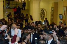 Burak Özçivit Azerbaycanlı hayran ordusu ile buluştu (Fotoğraf) - Gallery Thumbnail