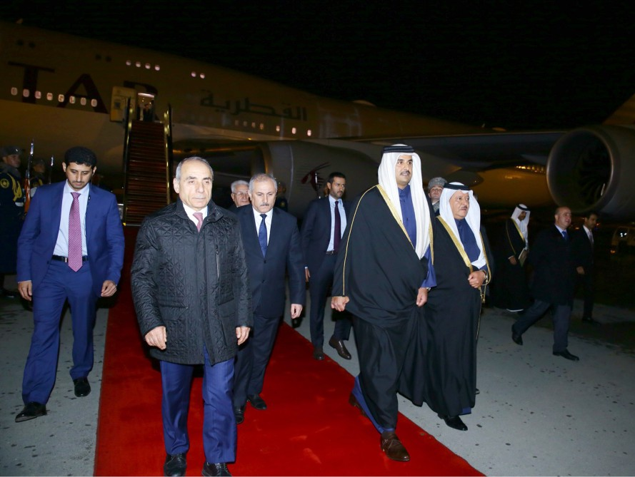 Emir of Qatar embarks on official visit to Azerbaijan