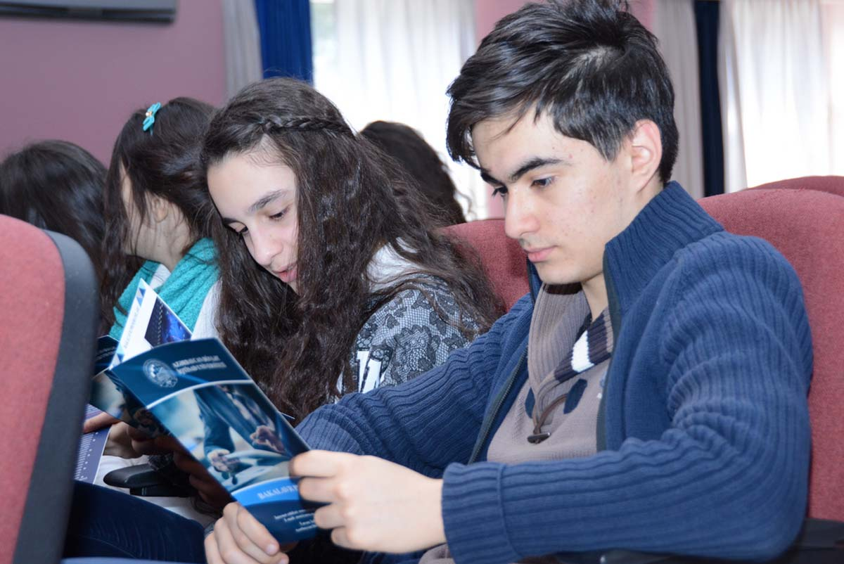UNEC meets with its future students - Gallery Image