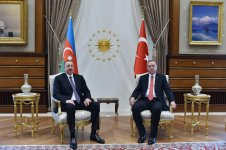 Azerbaijani, Turkish presidents hold one-on-one meeting - Gallery Thumbnail