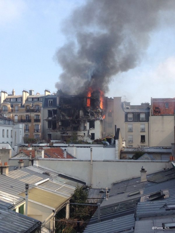 House explodes in central Paris after fire breaks (PHOTO) - Gallery Image