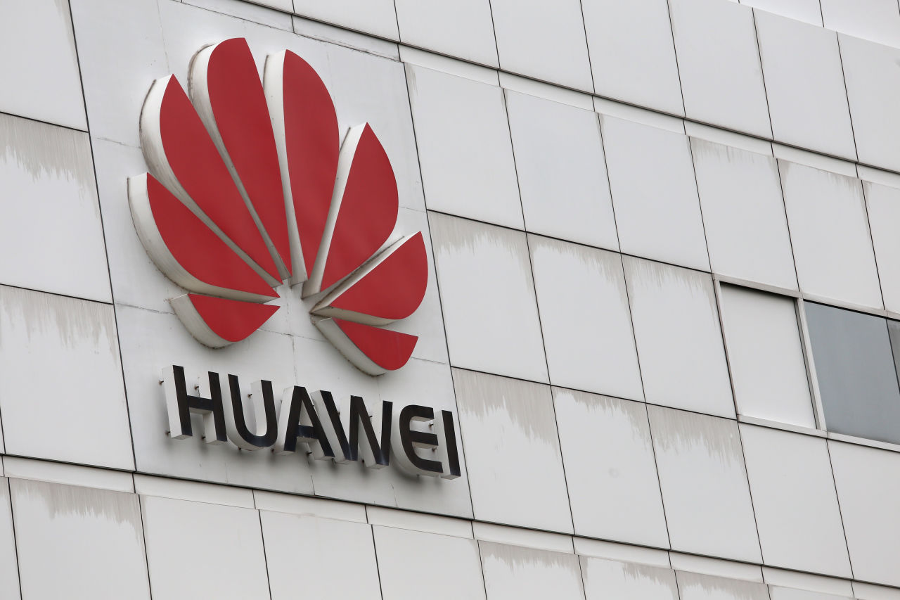 Huawei says not discussed 5G chipsets with Apple: chairman