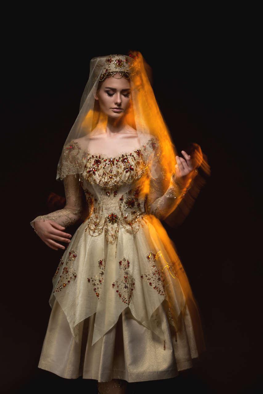 От Нью-Йорка до Баку - Удивительная красота и изящество цветка Xары бюльбюль в коллекциях азербайджанских дизайнеров (ФОТО) - Gallery Image
