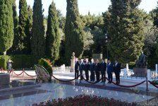 Heads of CIS countries' diplomatic missions lay wreath at memorial of military glory in Baku - Gallery Thumbnail