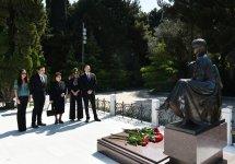 Prezident İlham Əliyev və xanımı ümummilli lider Heydər Əliyevin məzarını ziyarət ediblər  (ƏLAVƏ OLUNUB) (FOTO) - Gallery Thumbnail