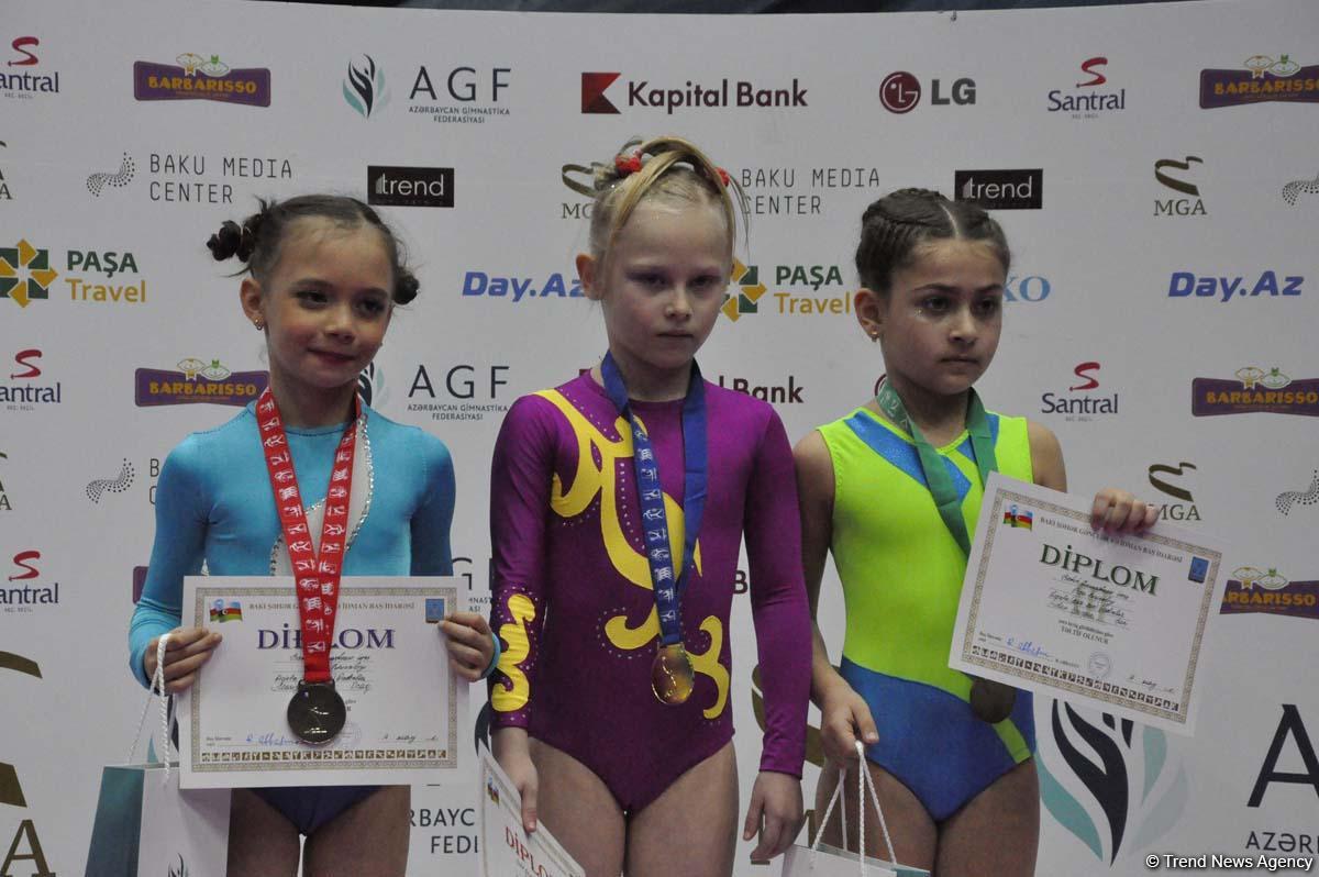 Batut gimnastikası üzrə Azərbaycan çempionatının son yarış gününün qalibləri mükafatlandırılıb (FOTO) - Gallery Image
