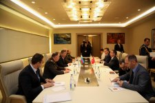 Azerbaijani, Turkish defense ministers discuss regional issues - Gallery Thumbnail