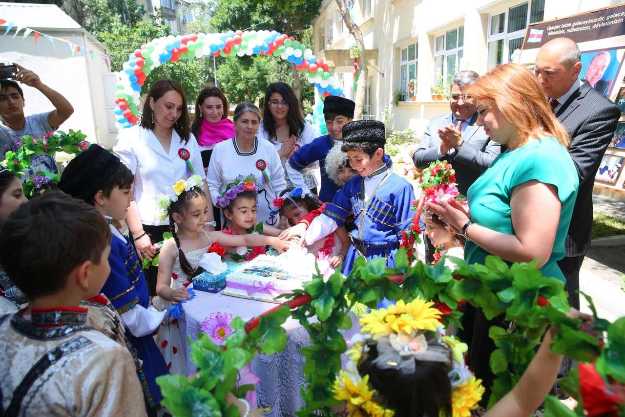1 iyun - Uşaqların Beynəlxalq Müdafiəsi günü ilə bağlı tədbir keçirilib (FOTO) - Gallery Image