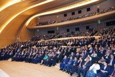 Президент Ильхам Алиев: Донесение азербайджанских реалий до мировой общественности зависит также от диаспорских организаций - Gallery Thumbnail