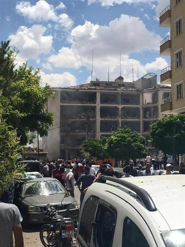 В Турции вновь взорван заминированный автомобиль, трое погибших (Обновляется) (ФОТО) - Gallery Image