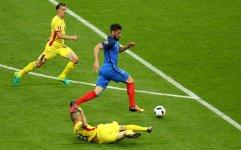 Ev sahibi Fransa galibiyetle başladı (Foto, Görüntü) - Gallery Thumbnail