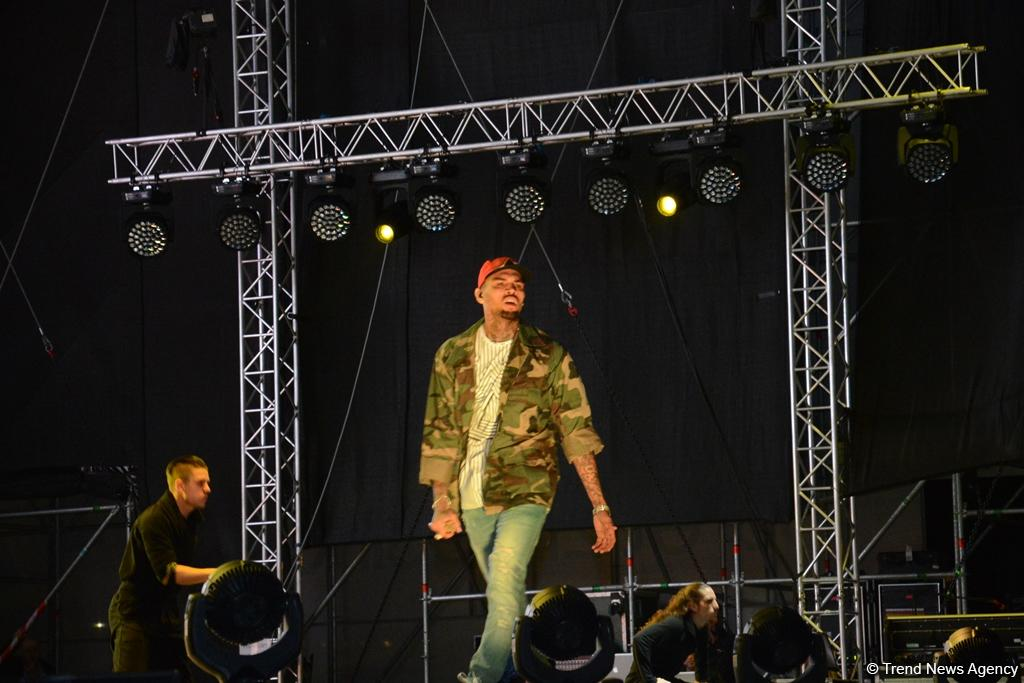 Chris Brown performs in Baku as part of F1 Grand Prix (PHOTO) - Gallery Image
