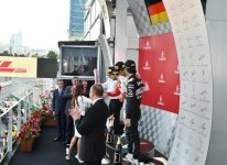 Президент Азербайджана и его супруга наградили победителей Гран-при Европы Формулы 1 в Баку (ФОТО) - Gallery Thumbnail