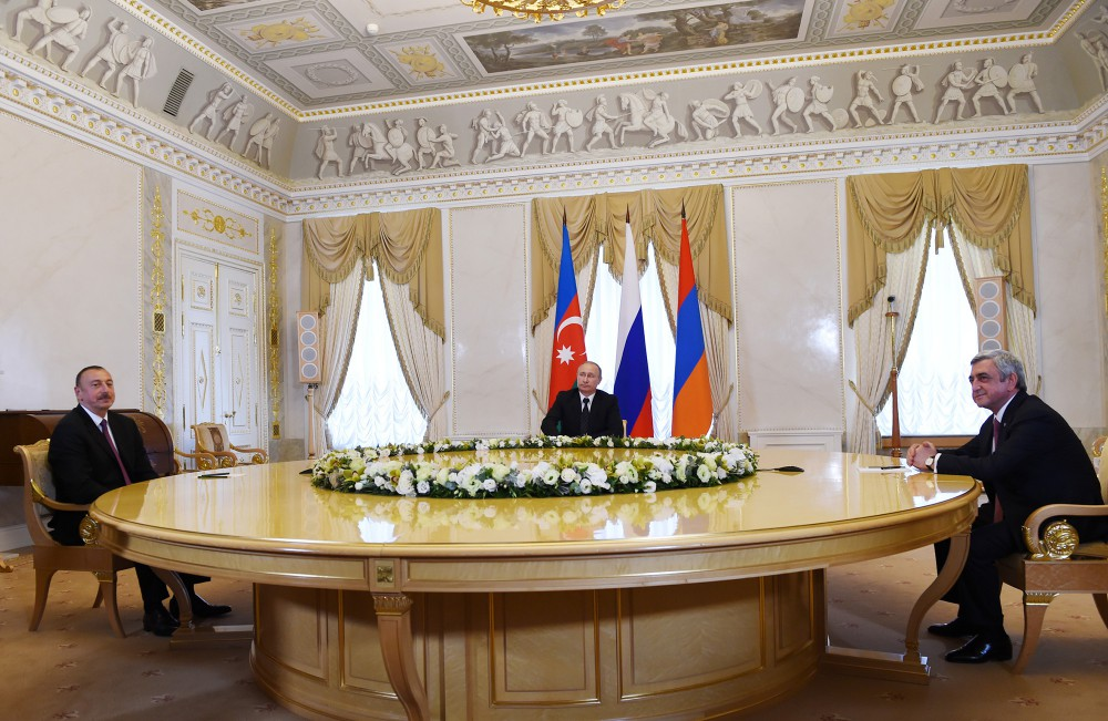 Azerbaijani, Russian, Armenian presidents hold joint meeting