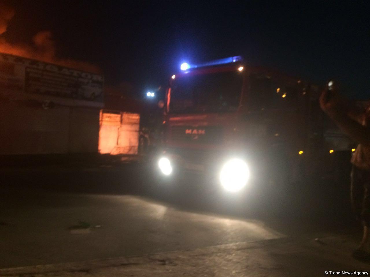 Сильный пожар на бывшем авторынке в Баку потушен (ФОТО/ВИДЕО) - Gallery Image