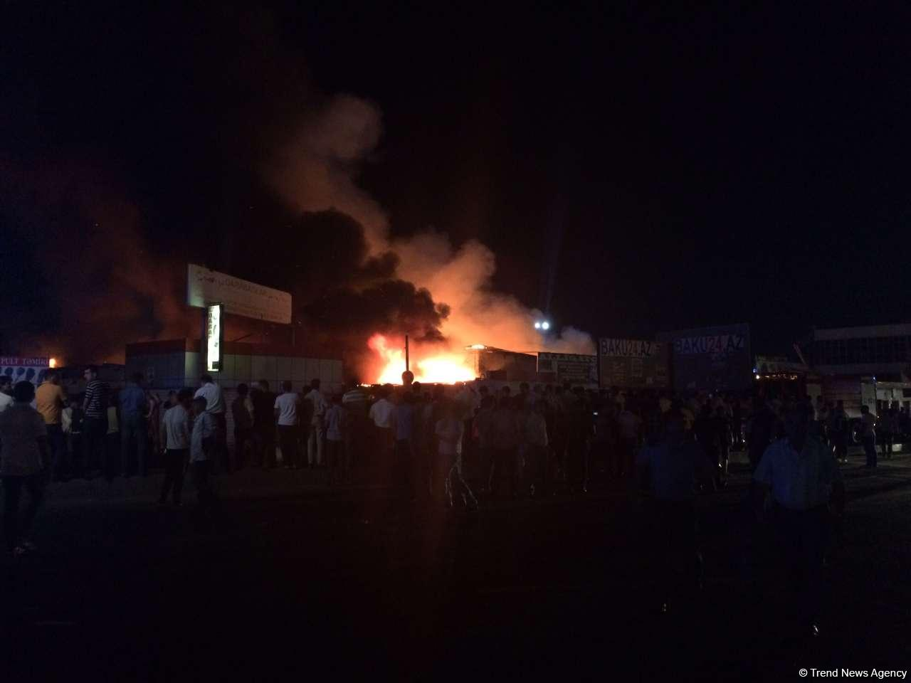 Big fire extinguished at car market in Baku (PHOTO/VIDEO) - Gallery Image
