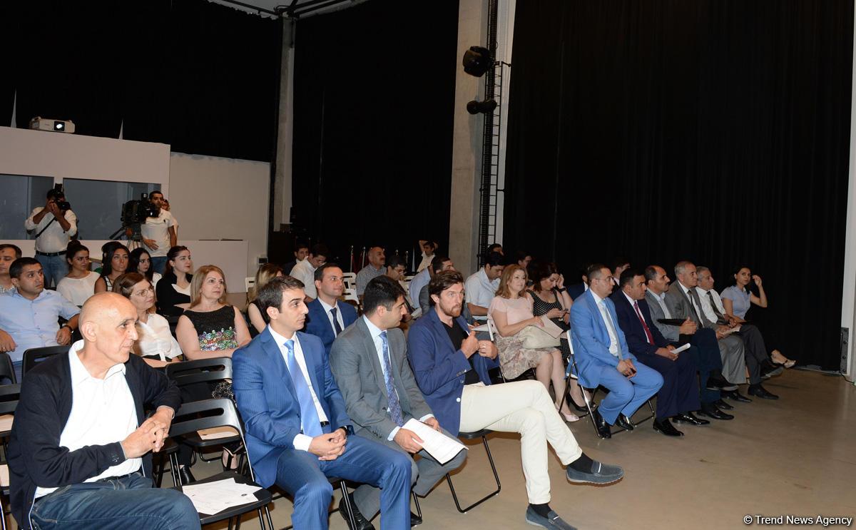 В Центре современного искусства YARAT обсудили азербайджанскую модель религиозной толерантности и мультикультурализма - Gallery Image