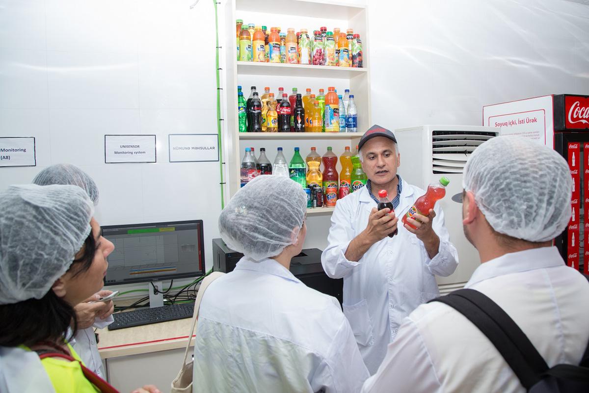 """Azərbaycan jurnalistləri """"Coca-Cola"""" zavodu ilə tanış oldular (FOTO) - Gallery Image"""