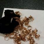 294,7 qram qızılı saç sancağının içində gizlin keçirmək istədi (FOTO) - Gallery Thumbnail
