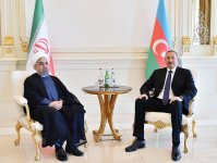 Azerbaijani, Iranian presidents hold one-on-one meeting - Gallery Thumbnail