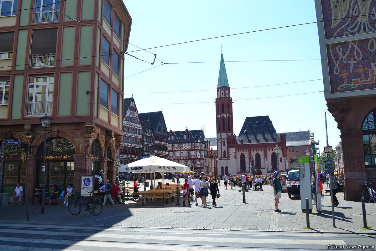 Путешествие в Европу: Молодожены Франкфурта на площади Рёмерберг (часть 2, ФОТО) - Gallery Image