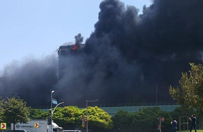 Fire extinguished at Istanbul business center (PHOTO/VIDEO) - Gallery Image