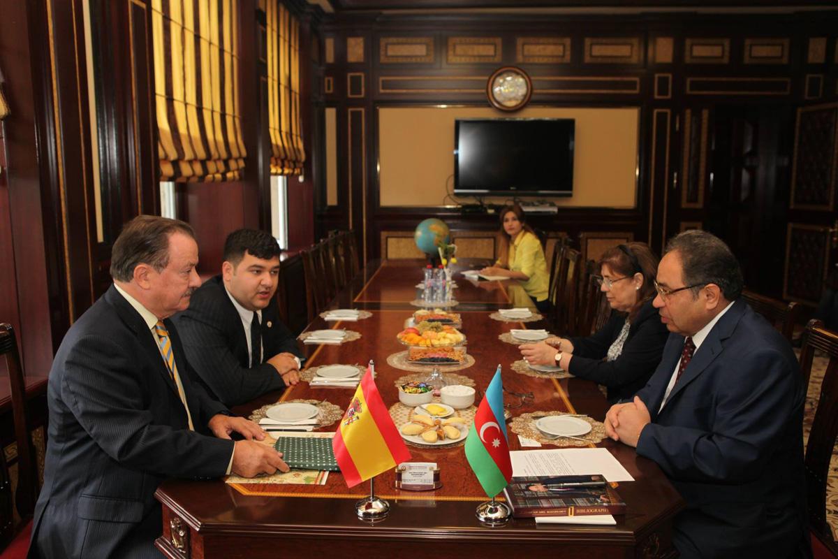 В Бакинском государственном университете побывал руководитель Центра ЮНЕСКО в Валенсии (ФОТО)