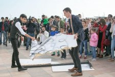 Artist Christian Falsnaes's interactive performance held in Baku (PHOTO) - Gallery Thumbnail