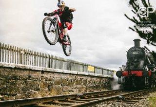 Фантастические трюки на велосипеде мировой звезды Дэнни (ВИДЕО, ФОТО)
