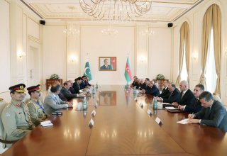 Ilham Aliyev holds talks with Pakistani PM in expanded format