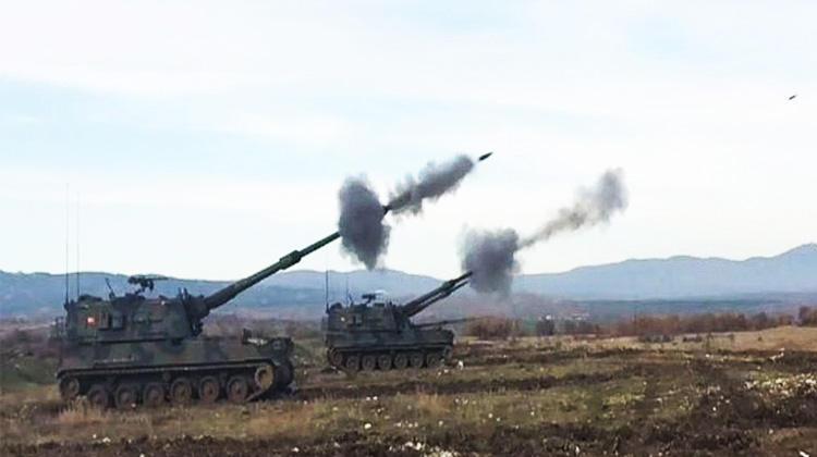 Türkiyə SQ Afrində terrorçuların mövqelərini artilleriya atəşinə tutub