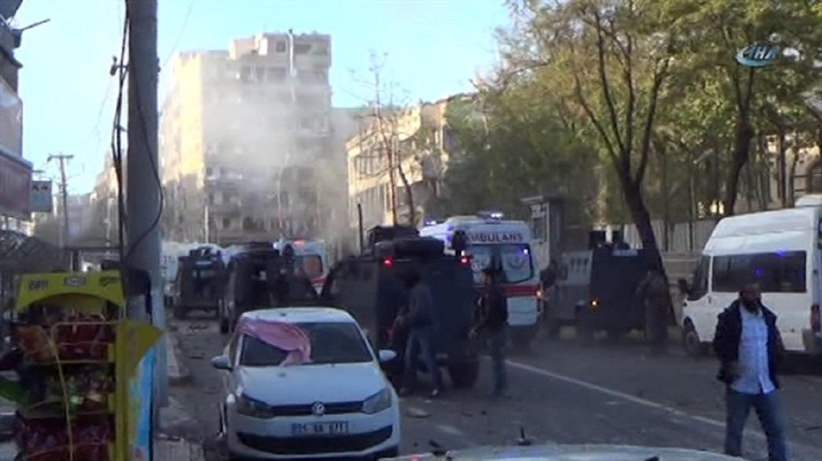 Diyarbakır Bağlar'da patlama: 8 ölü, 100'den fazla yaralı